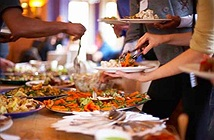 Ăn tiệc buffet như thế nào để không có nguy cơ nhiễm bệnh?