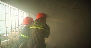Hà Nội: Hút nước ao dập cháy nhà 4 tầng