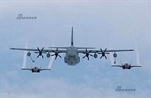 """Ảnh đẹp tiêm kích F-35B """"bú sữa"""" máy bay KC-130J"""