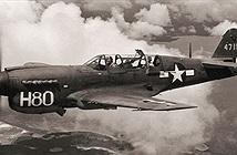 Tại sao phi công bắn súng mà không làm lủng cánh quạt máy bay?