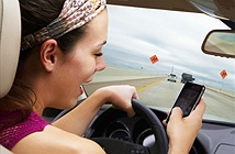 Nhắn tin khi lái xe còn nguy hiểm hơn cả say xỉn