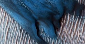 Bí ẩn đụn cát xanh hình tù ma quái trên sao Hỏa