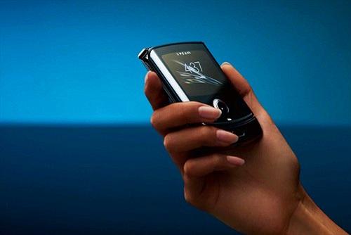 Motorola Razr 2: Pin lớn hơn, sạc nhanh hơn, camera xịn hơn, giá không đổi