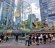 Apple Store vỗ tay chào đón người mua iPhone 11 đầu tiên