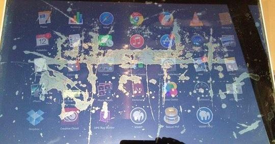 Apple thay thế màn hình bị bong lớp chống chói