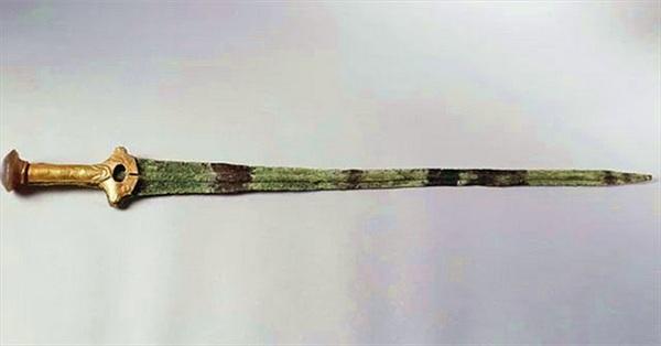 Bí mật 3.000 năm chôn giấu trong thanh kiếm cổ bằng đồng