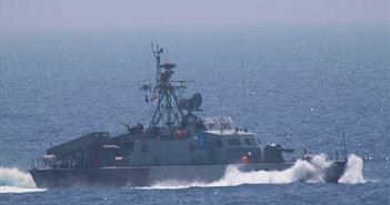 """Kinh ngạc sức mạnh """"tàu sân bay"""" mới của Hải quân Iran"""