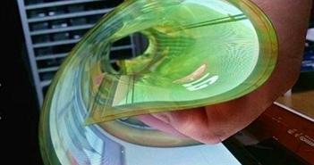 """LG """"bắt tay"""" với Apple, Google và Microsoft sản xuất màn hình OLED uốn cong"""