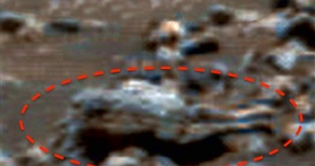 """Nghi xác người ngoài hành tinh """"tọa"""" trên sao Hỏa?"""