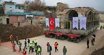 Di dời nhà thờ cổ nặng 1.700 tấn bằng xe tải