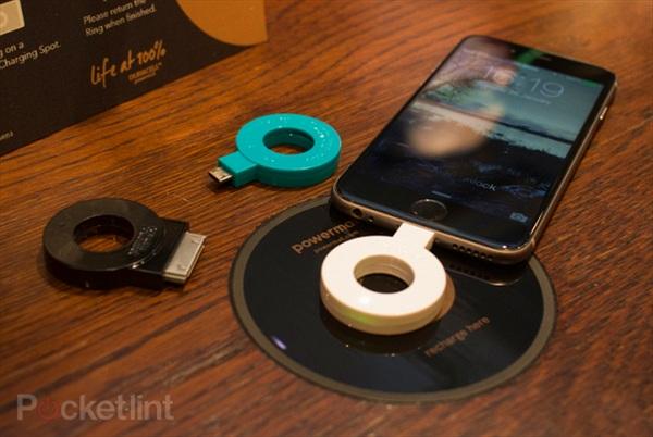 Starbucks cung cấp thiết bị sạc điện thoại cho khách hàng