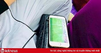 Hình ảnh thú vị trận Việt Nam vs Jordan: Xem bóng đá trong lễ cưới, lễ cúng rằm