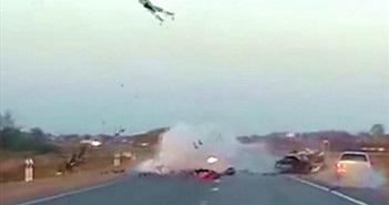 CLIP HOT NGÀY 21/6: Biker gây tai nạn kinh hoàng, gấu mở cửa xe như người