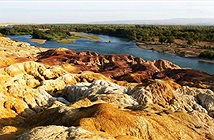 Bãi đá tự biến đổi màu sắc có lịch sử triệu năm ở Trung Quốc