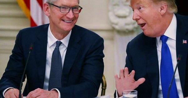 Tim Cook ăn tối cùng ông Trump, xin được giảm thuế