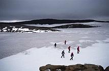 Iceland làm tang lễ cho dòng sông vì thương tiếc băng bị tan chảy
