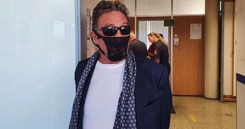 'Huyền thoại công nghệ' McAfee bị bắt vì đeo quần lót thay khẩu trang