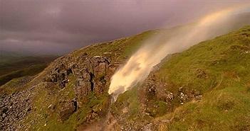 Kỳ thú: Dòng thác có nước... chảy lộn ngược lên trời