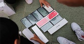 Người Việt mua 6 chiếc iPhone: 'Tôi mang về làm quà'