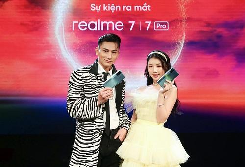Realme 7 và 7 Pro ra mắt thị trường Việt giá từ 7 triệu kèm quà tặng tai nghe Buds Q giá 1,3 triệu
