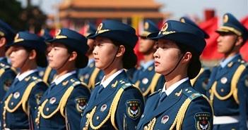"""Trung Quốc tuyển nữ quân nhân chân dài, gợi cảm làm """"lính kiểng"""""""