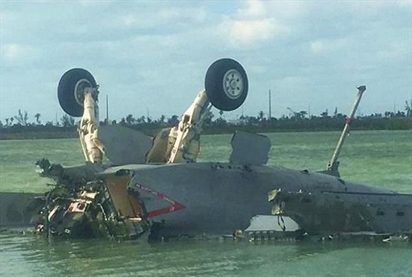 """""""Ong bắp cày"""" F/A-18E Super Hornet của Mỹ rơi khi tập trận"""