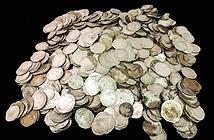 Bất ngờ đào được kho báu 1.000 đồng xu cổ trên cánh đồng