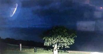 Xôn xao vật thể nghi UFO lượn trước mặt cảnh sát?