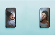 Không thể đụng chạm, đôi yêu xa ngủ cùng nhau qua video call