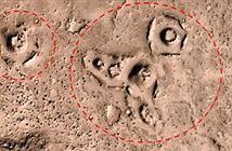 Đau đầu giải mã nhiều ký tự lạ trên bề mặt sao Hỏa