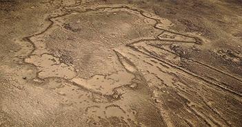 """Hàng ngàn """"cánh diều"""" khổng lồ 9000 năm tuổi rải rác khắp Trung Đông"""