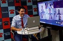 Thủ tướng Canada họp online bằng laptop HP nhưng dán logo Apple