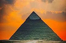 Đại kim tự tháp Giza có thể được xây dựng trên đỉnh đồi tự nhiên khổng lồ