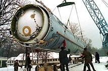 Mỹ dọa trừng phạt nặng nề, Ukraine từ bỏ hẳn vũ khí hạt nhân?