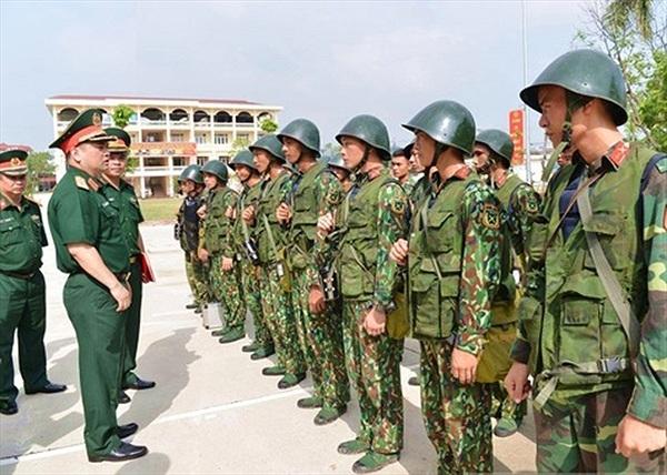 Cận cảnh trang bị súng, giáp của lính đặc nhiệm Thủ đô