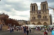 Pháp dùng kỹ thuật 800 năm để dựng lạinhà thờ Đức Bà