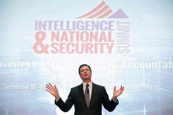 """Giám đốc FBI muốn điện thoại có thêm """"cửa sau"""""""