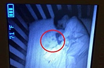 Xem camera thấy em bé ma trong phòng con, sự thật dở khóc dở cười