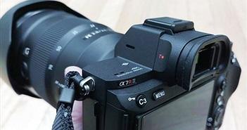 Cận cảnh Sony A7R III: cảm giác cầm tốt hơn, chụp nhanh, pin lớn