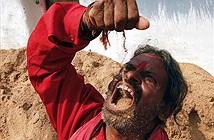 Nghiện ăn đất cát, dị nhân khiến người nhà khiếp đảm