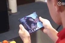 Smartphone màn hình gập bất ngờ xuất hiện trên tay chủ tịch Xiaomi