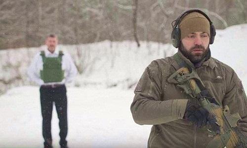 Chuyện lạ hôm nay: Ông chủ đưa súng cho nhân viên bắn mình và lý do...