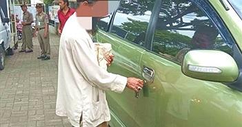 Đi ăn xin nhưng có ô tô riêng, người đàn ông bị 'ném đá' dữ dội