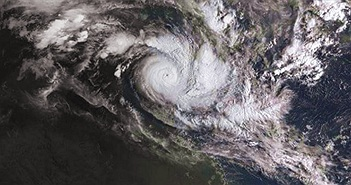 Lốc xoáy kép đổ bộ, Australia sơ tán quy mô lớn nhất kể từ năm 1974