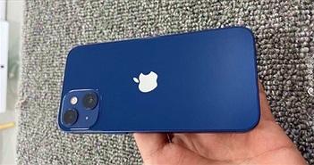 iPhone 13 mini lộ ảnh chụp nguyên mẫu với hai camera chéo