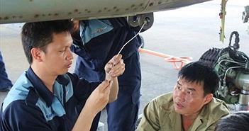 """Cận cảnh một chuyến bay huấn luyện của """"Hổ mang chúa"""" Su-30MK2"""