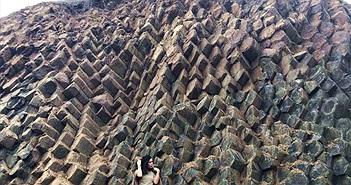 Phát lộ vỉa đá khổng lồ, đẹp tựa thắng cảnh Gành Đá Đĩa
