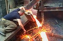 Vì sao thọc tay vào kim loại nóng chảy mà không bị bỏng?
