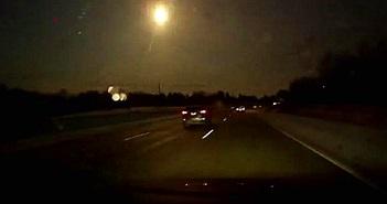Cận cảnh thiên thạch hiếm hoi bùng nổ trên bầu trời đêm
