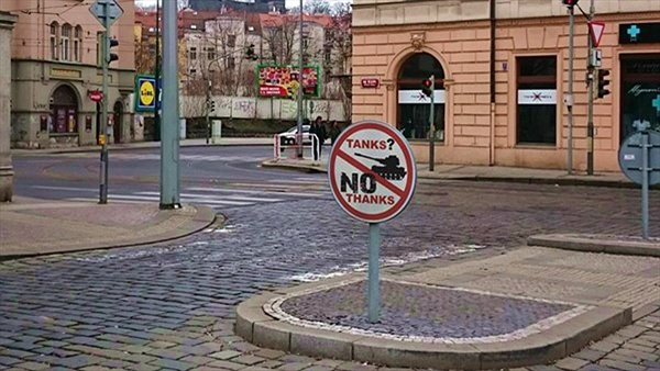 Xe tăng? Không, cảm ơn. Séc muốn tránh phiền phức với Nga